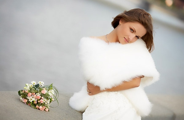 осеннее платье невесты с накидкой