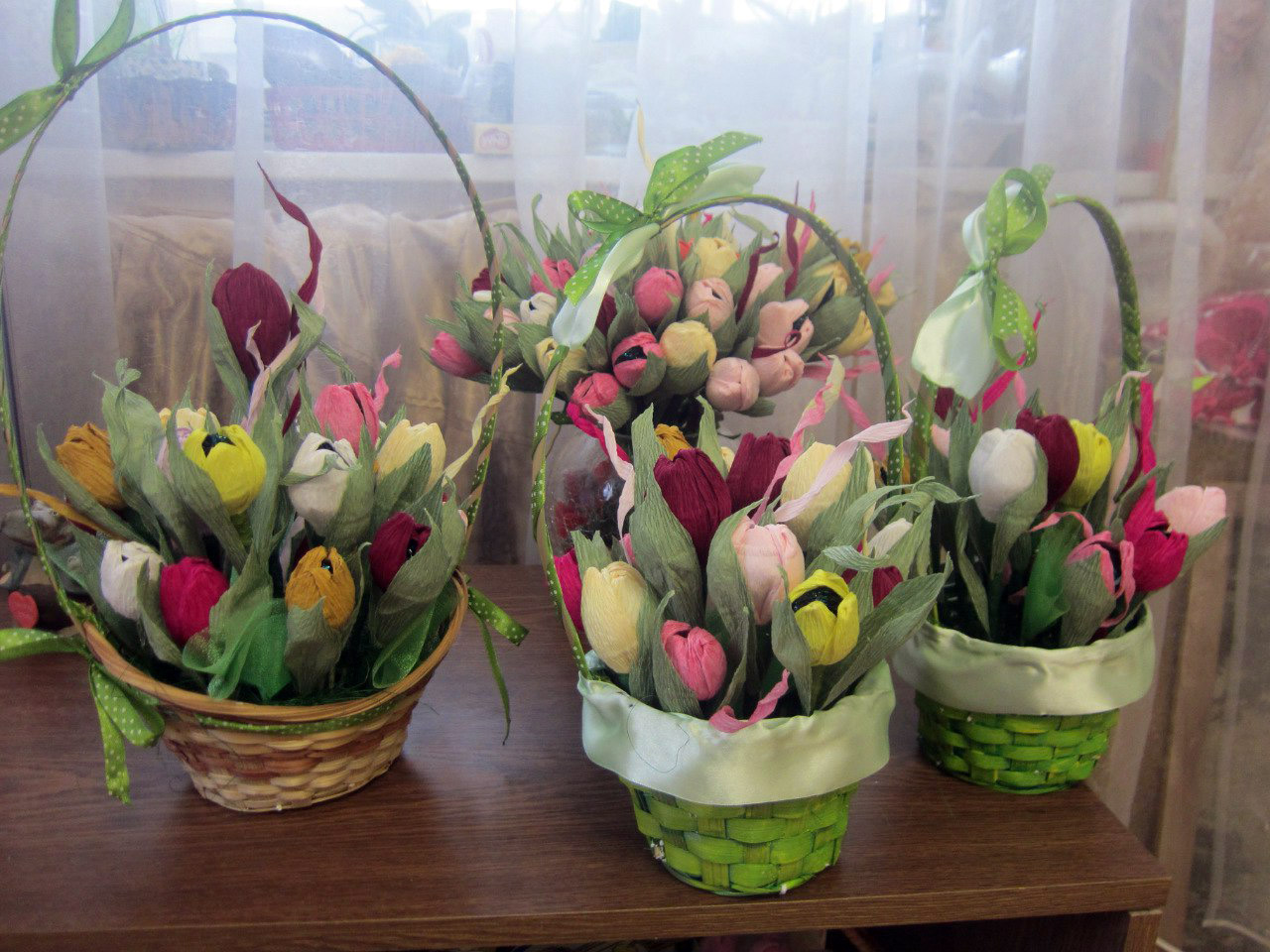 тюльпаны в корзинке