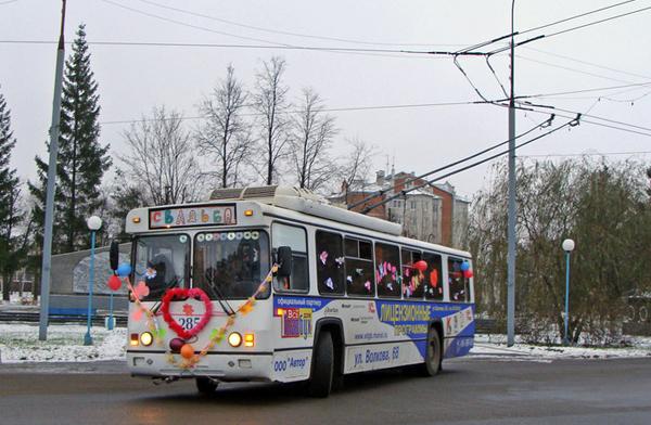 украшение свадебного троллейбуса