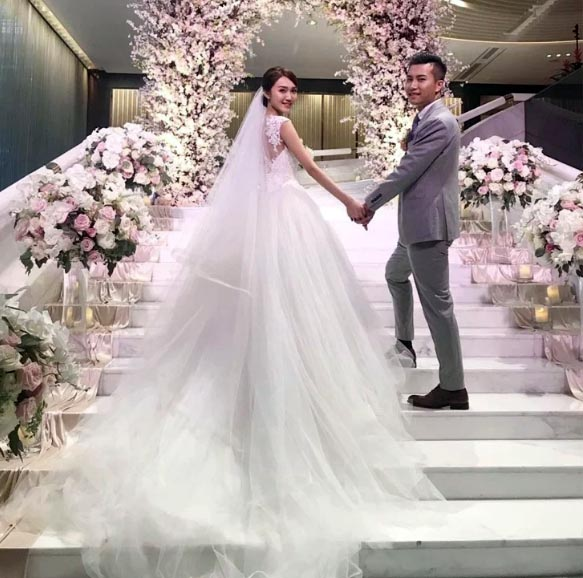 Свадебное платье весит от 1 кг до 5 и больше