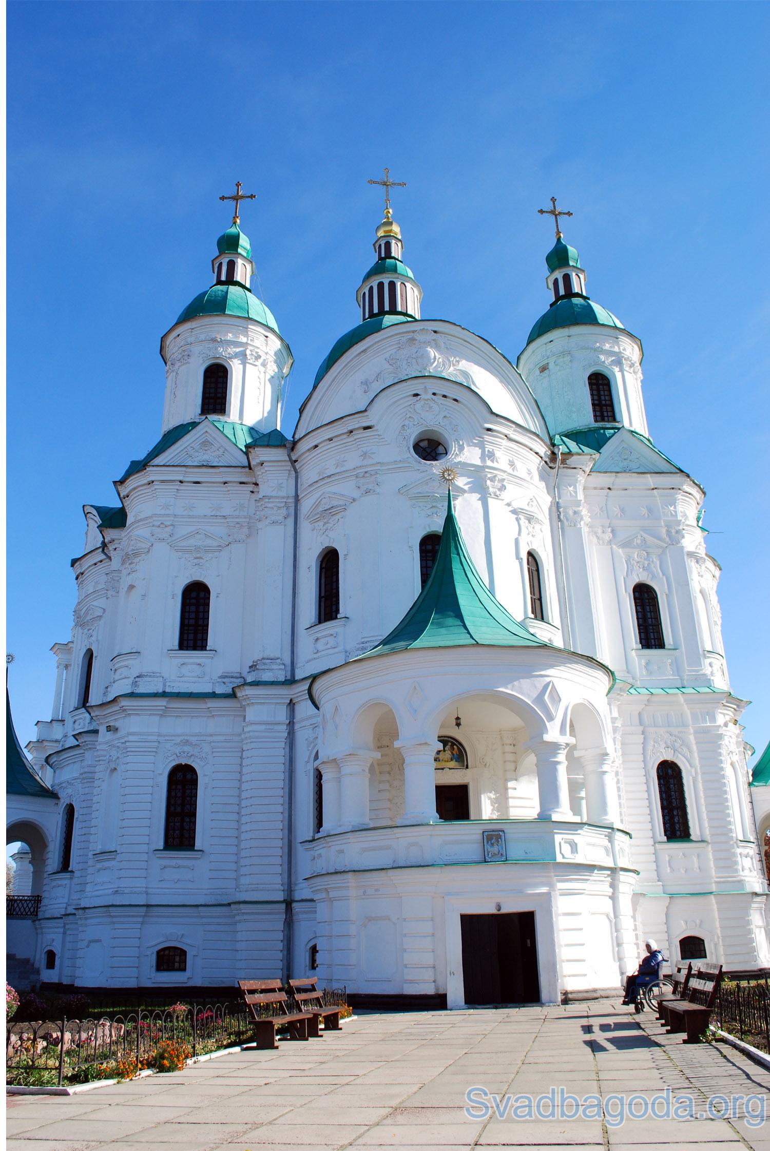 православный храм в дневное время