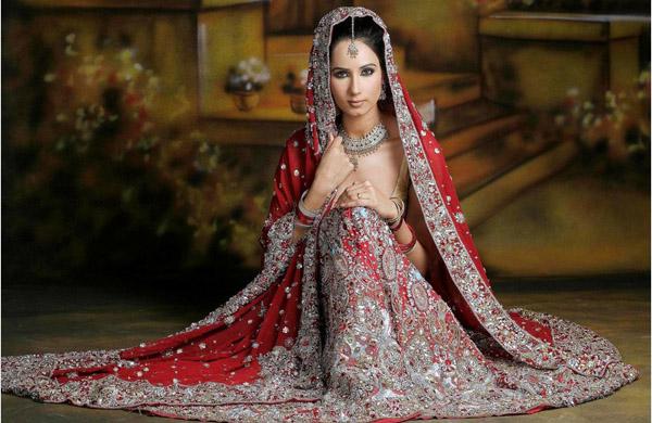 невеста в Индии в традиционном платье