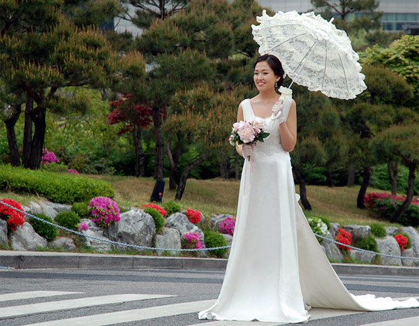 корейская невеста в свадебном платье