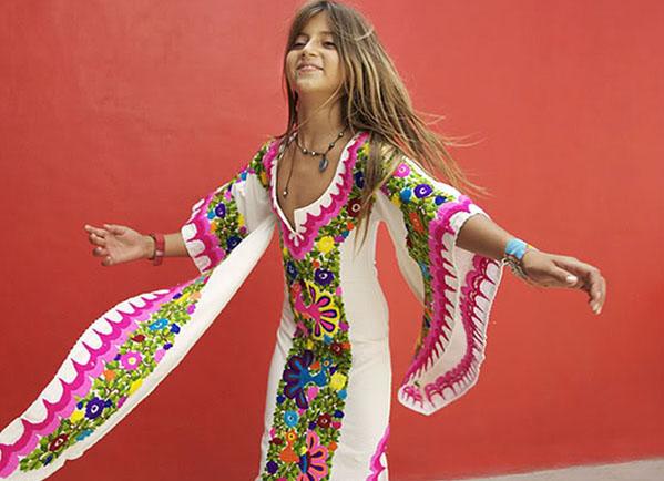 красочное мексиканское платье