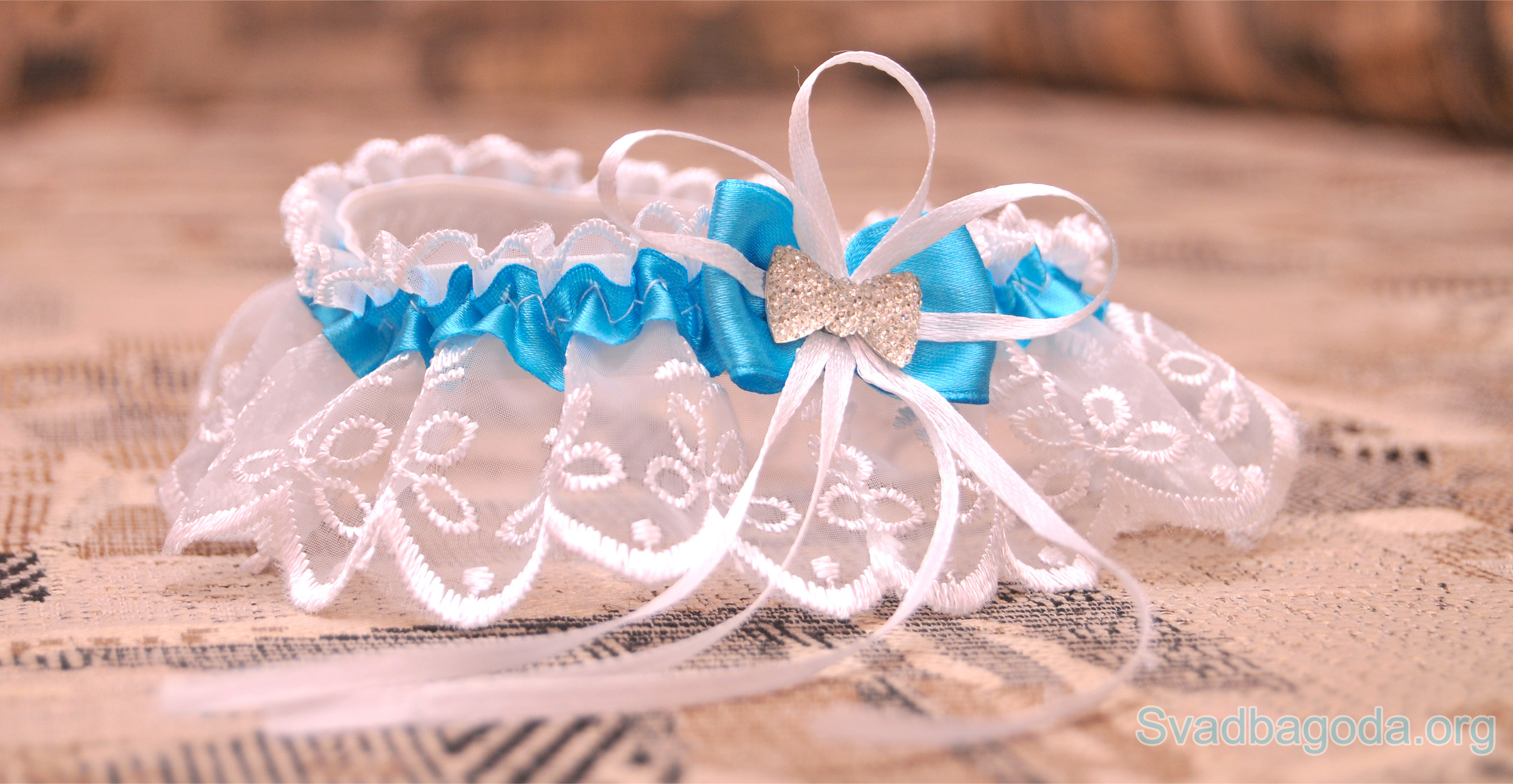 подвязка невесты с голубой лентой
